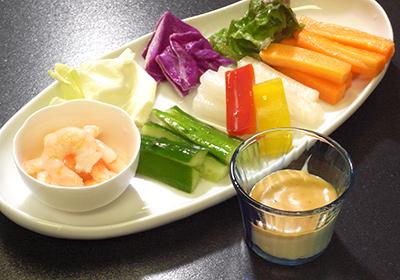 野菜のディップソースに梅干を練りこんで